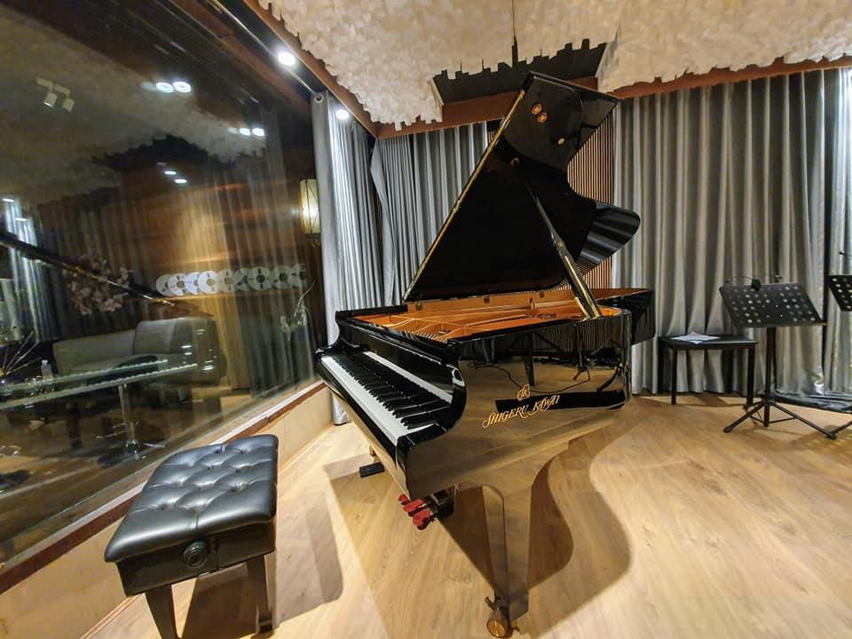 Đàn piano shigeru kawai cao cấp trong phòng thu