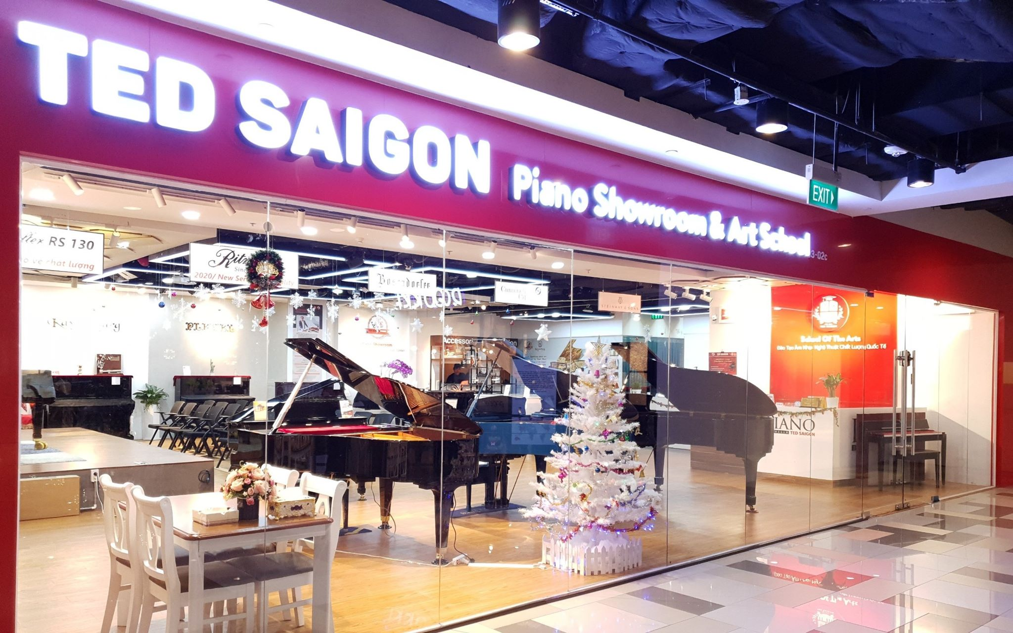 Showroom piano TED saigon